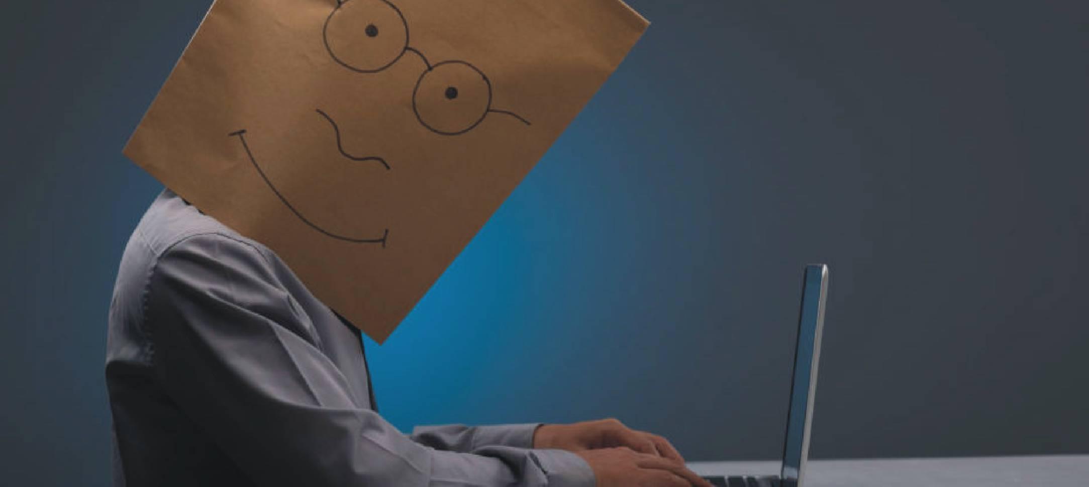 saia do anonimato - mascara de papel